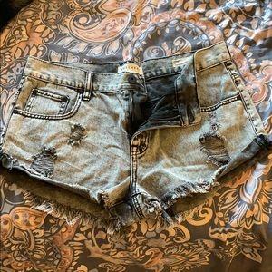 bullhead black acid wash shorts